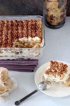 Tiramisu met Baileys Tiramisu with Baileys – A great dessert for the Christmas dinner or another festive dinner. Baileys Tiramisu, Tiramisu Recept, Baking Recipes, Cake Recipes, Mousse Dessert, Sweet Bakery, Biscuits, Cheesecake, Great Desserts