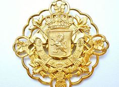 Miriam-Haskell-Brooch-Coat-Of-Arms-Heraldic-Crown-Gold-Signed-Vintage-Lion-Pin
