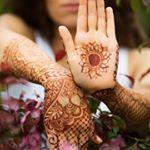 """175 Likes, 6 Comments - 👋ХУДОЖНИК МЕХЕНДИ, БРОВИСТ💃 (@julianna_henna_art) on Instagram: """"Украсили ручки прекрасной @lusida_studio Анюте, кстати, у неё вы можете нарастить шшшикаааарные…"""""""