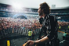 """271.1k Likes, 1,809 Comments - Luke Hemmings (@lukehemmings) on Instagram: """"Summersonic you were beautiful, thank you ❤️ osaka youre up next! 📸@hoeg"""""""