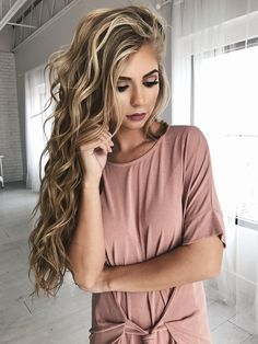 Best Ideas For Makeup Tutorials : makeup hair blonde hair bold lip eyeshadow vivian makeup artist wavy hair Curled Hairstyles, Pretty Hairstyles, Hairstyle Ideas, Summer Hairstyles, Makeup Hairstyle, Latest Hairstyles, Formal Hairstyles, Perfect Hairstyle, Stylish Hairstyles