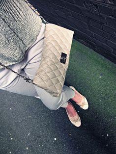Snow White in Wonderland | Fashion and Style Blog: The Lookbook - Zara Trousers, Sradivarius Flower Belt