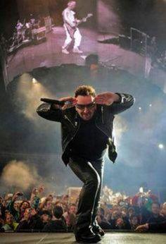 Genteeeee, eu ainda gosto do Bono, e não sou mais adolescenteeeeeee...será pra sempreee!