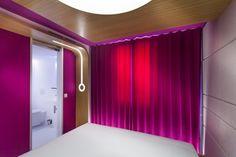 külső oldalról megvilágított függöny forrás: Hotel O | Hello Pretty