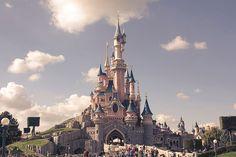 Alle Achterbahnverrückten und Kindgebliebenen sollten dringend nach #Disneyland #Paris. Im Winter ist es zwar kalt, aber dafür gibt es weniger Besucher und kuschelige Hotels.