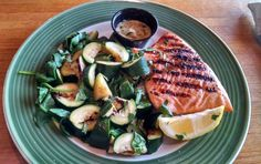 Beautiful healthy low carb lunch at Applebees today:  Cedar salmon with zucchini & sauteed spinach. Plus I added sauteed mushrooms on the side. :) Delicious!
