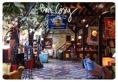 Bars cosy à Paris : une sélection d'adresses où on adore passer du temps Bar Cosy Paris, Places, Hobbies, Recipes, Color, Home, Kitchens, Lugares