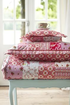 Cottage Blossom Patch Quilt, Pink