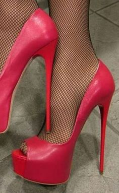 Find out New Look's stylish number of ladies heeled shoes, by using block high heel shoes, strappy footwear and method patterns. Platform High Heels, Black High Heels, High Heels Stilettos, High Heel Boots, Stiletto Heels, Open Toe High Heels, Nylons Heels, Hot Heels, Talons Sexy