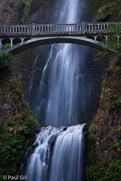 Multnomah Falls foot bridge, Columbia River Gorge National Scenic Area, Oregon