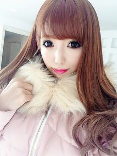 •○~ Gyaru fashion, ギャル♥ Satomin - gyaru makeup - circle lenses - false eyelashes - eye-enlarging makeup - coat - fur collar - pastel - cute - kawaii - Japanese street fashion✮ ~•○