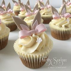 33 Delicious & Dreamy Easter Cupcake ideas that tells a festive story Make your Easter desserts egg-stra special with Easter Cupcakes. Get the best & easy Easter cupcakes ideas here & also explore Easter cupcakes decorations. Easter Bunny Cupcakes, Easter Cookies, Easter Treats, No Egg Desserts, Desserts Ostern, Easter Desserts, Mini Cakes, Cupcake Cakes, Oster Cupcakes