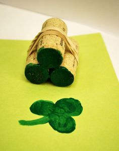 Simplest St Patrick's Day craft - - - Create a shamrock stamp :- 3 wine bottle corks held together with elastic bands. Dip in paint and press onto paper. Paint the stem free-hand. Kids Crafts, St Patrick's Day Crafts, Family Crafts, Preschool Crafts, Holiday Crafts, Holiday Fun, St Patricks Day Crafts For Kids, Ideias Diy, Saint Patrick