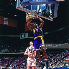 Shaquille O'Neal #32 of the Los Angeles Lakers dunks against the New Jersey Nets on April 2, 1998 at Continental Airlines Arena in East Rutherford, New Jersey.
