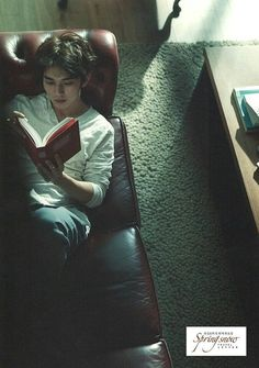 A man reading is very attractive. A Yoo Seung Ho reading is death.
