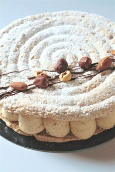 Succès au praliné ultra gourmand - Recette Olivia Pâtisse Summer Dessert Recipes, Delicious Desserts, Sugar Dough, Dacquoise, Small Desserts, Number Cakes, Almond Cakes, Cupcake Cakes, Gourmet