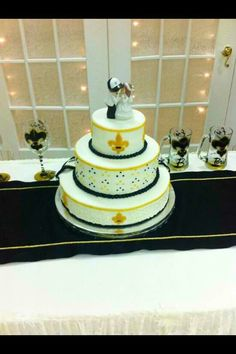 Cute New Orleans Saints Wedding Cake U003d)