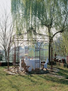 gazebo in a garden in Asturias Pallet Pergola, Iron Pergola, Gazebo Pergola, Metal Pergola, Pergola Plans, Pergola Kits, Pergola Garden, Pavillion, Pergola Attached To House