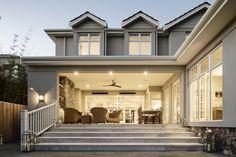Hamptons Style Homes, Hamptons House, Hamptons Decor, Outside House Colors, Villa, House Paint Exterior, Facade House, House Goals, House Painting