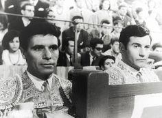 Paco Rabal, de torero en Los clarines del miedo o Currito de la Cruz (que coprotagonizó Arturo Fernández) a apoderado taurino en la serie Juncal de Armiñán.currito
