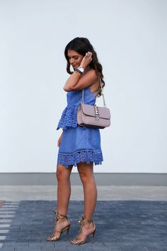 outfit-selfportrait-lace-dress-valentino-glam-lock bag