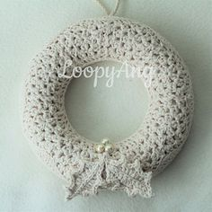 Check out this cute #crochet holiday wreath! Free pattern! Would look cute with other cute appliques too! http://ow.ly/VGf0X