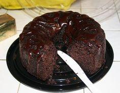 Υγρό κέϊκ σοκολατένιο διαίτης, με ελάχιστες θερμίδες με φυσικό γλυκαντικό 'onstevia'. Μια εύκολη συνταγή για ένα λατρεμένο από τους λάτρεις της σοκολάτας κ Sugar Free Sweets, Sugar Free Recipes, Sweets Recipes, Cake Recipes, Snack Recipes, Easy Chocolate Pie, Chocolate Sweets, Greek Sweets, Greek Desserts