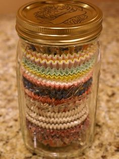 50 Great Mason Jar Ideas- Easy Uses for Mason Jars - Country Living Cupcake Liner Storage Have a ton of leftover cupcake liners lying around? Fun fact: Mason jars are the PERFECT size for keeping them organized. Mason Jar Projects, Mason Jar Crafts, Diy Projects, Mason Jar Sconce, Cupcake Liner Storage, Cupcake Liners, Cupcake Wrappers, Cupcake Holders, Bottles And Jars