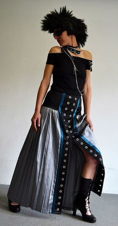 """ФАНКАХОЛИК"" - прва модна колекција на дизајнерката на накит Еми Норис Waist Skirt, High Waisted Skirt, Rebel Fashion, Sequin Skirt, Fashion Jewelry, Sequins, Skirts, Collection, Skirt"