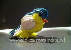 Voorjaars vogeltje gemaakt van restjes Paracord.
