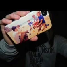 One direction phone case!!! And look at the shirt!!!!:))
