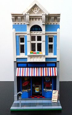 My latest modular is a Surf & Ski Shop with a Travel Agency upstairs. Detail of the shop windows: First floor interior: Travel...