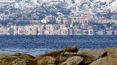 """Messina vista da Reggio Calabria nel fenomeno della """"Fata Morgana"""". Reggio Calabria, Southern Italy, Messina, Beautiful Places In The World, New York Skyline, Island, Nice, Travel, Science"""