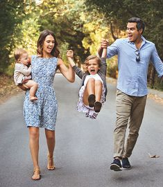 Living Green with Jessica Alba + Top 5 Tips for Going Green for the Holidays! (Photo: Jessica Alba with husband Cash Warren, and their daughters, Honor, 5, and Haven, 2 / Photograph by Justin Coit) | Organic Spa Magazine
