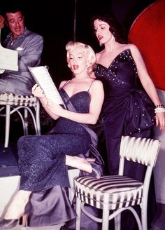 """"""" Gentlemen Prefer Blondes """" is one of my favorite movies from the Golden Age of Hollywood. A classic cast (Marilyn Monroe & Jane Russell). Marylin Monroe, Style Marilyn Monroe, Fotos Marilyn Monroe, Jane Russell, Vintage Hollywood, Hollywood Glamour, Hollywood Stars, Classic Hollywood, Hollywood Girls"""