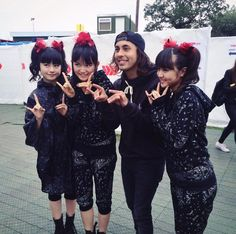 BABYMETAL with Vic Fuentes of Pierce The Veil at Reading Festival 2015!<< IM HYPERVENTILATING I DIDNT KNOW I NEEDED THIS UNTIL NOW