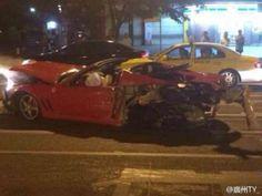 Жесткая авария с очень редким Ferrari 575M Superamerica. Ferrari 575M Superamerica является очень редким спортивным автомобилем, при этом их количество сокращается. Недавно авария в Китае унесла жизнь одного из дорогих «итальянцев». Авария произошла в Гуанчжоу в провинции Гуандун. Гл�