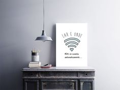 Confira aqui - PLACA DECORATIVA EM MDF Lar é Onde Wi-fi Se Conecta Automaticamente - Arte em Pôster