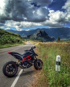 Motorcross Bike, Motocross Gear, Yamaha Mt07, Ducati Motorcycles, Photo Pour Instagram, Biker Photography, Ducati Hypermotard, Motosport, Super Bikes