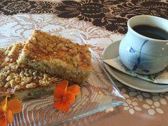 Tämä ison raparperipiirakan ohje löytyi Kotiliedestä nimellä Maisemakahvilan raparperipiirakka. Ohjeen oli antanut Hämeenkyrön maisemakah... French Toast, Breakfast, Food, Hoods, Meals