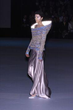 Alexander McQueen at Paris Fashion Week Fall 2004 - StyleBistro