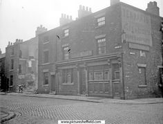 Boston Street (formerly New George Street), at junction of Arley Street (formerly Cross George Street). George Hotel, No. 52, Boston Street. Demolition of back to back houses, Nos 54-60, on left (Court No 10 at rear)