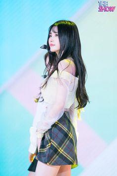 Formal Hairstyles For Long Hair, Long Hair Styles, Warhammer 40000, Pledis Entertainment, Kpop Girls, Girl Group, Korea, Wonder Woman, Songs