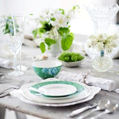 This is so chic and sophisticated for spring season, not only for wedding.