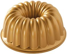 Nordic Ware Non-Stick Round Elegant Party Bundt Cake Pan.Nordic Ware love this pan's simple symmetry and its perfectly-proportioned scallops. Just right for a slice for you and each of your guests. Bolo Charlotte, Nordic Ware Bundt Pan, Bundt Cake Pan, Bundt Pans, Pan Set, Cake Tins, Savoury Cake, Cake Mold, Bakeware