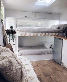 Caravan 13561 Travel Trailer Remodel Ideas - Rv bunk beds at one end of the caravan Caravan Bunk Beds, Rv Bunk Beds, Diy Caravan, Caravan Living, Caravan Vintage, Vintage Caravans, Vintage Airstream, Vintage Campers, Vintage Trailers