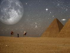 night view of the pyramids Egypt | Picture Photo- Haida helweh kteer, badde ryha hon... wahde youm... wallah