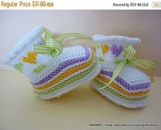 Knitted baby booties/slippers/shoes in white with an от AnaSwet Knit Baby Dress, Crochet Baby Boots, Knit Baby Booties, Knitted Baby Clothes, Knitting For Kids, Baby Knitting Patterns, Knitting Socks, Baby Patterns, Hand Knitting
