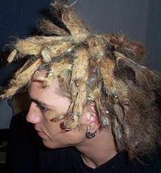 If you're going to have dreads, maintain them. Britney Spears what were you thinking? Crazy Hair Days, Bad Hair Day, Creepy But True, Weird, Matted Hair, Wild Hair, Hair Humor, Hair Art, Hair Today