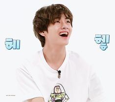 Image uploaded by 𝙂𝙤𝙡𝙙𝙚𝙣 𝙄𝙙𝙤𝙡 ⁷. Find images and videos about bts, jungkook and v on We Heart It - the app to get lost in what you love. Daegu, V Taehyung, Bts Jungkook, Bts Memes, Hoseok, Gyu, Run Bts, Korean Bands, Bts Group